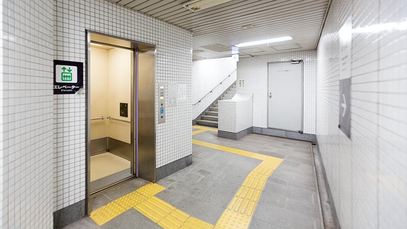 証明写真スタジオヘ道順 東野駅エレベーター